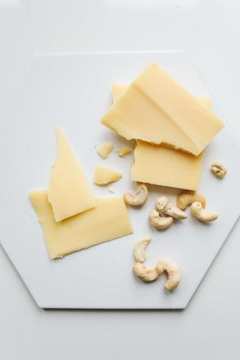 幅広いアレンジが叶う以下の発酵食品も、ぜひスープ作りに活用したい食材です。  ・キムチ ・チーズ ・豆腐 ・味噌  発酵食品に多く含まれる酵素には、体の代謝を上げてくれる作用があります。代謝UPは、痩せやすく太りにくい体づくりにもつながるんですよ。