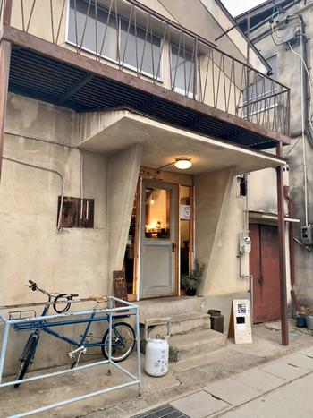 店名の通り、山好きの店主さんが営む「山山(さんさん)食堂」。店主の高橋さんは、松本に来る前に「剱御前小舎」という山小屋で働いていたそうで、山が好きな方は色々お話しできますよ。