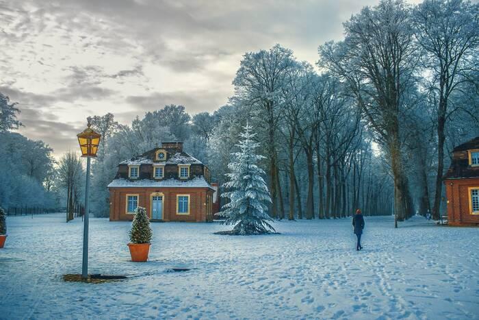 シーズンはクリスマス直前。オンネリとアンネリは、バラの木夫人からもらったかわいい部屋で過ごしていました。しかしふたりの日々に突然現れたのは、プティッチャネンというこびとの家族。ひょんなことから5人の小人家族をかくまうことになったふたりですが、そこにはこびとを連れ出そうとする悪い人間が忍び寄って...