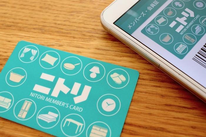 カードの量を減らしたいという時におすすめなのが、アプリで管理する方法。ポイントカードによっては公式アプリがありますよ。複数のポイントカードをまとめられるアプリを使っても良いですね。