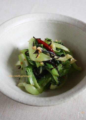 シンプルなアーリオ・オーリオソースは、和食材の塩昆布との相性も抜群です!しゃきっとおいしく仕上げるポイントは、青梗菜の加熱時間。茎→葉の順に炒めるようにしましょう。下茹でがいらない手軽さも魅力です。