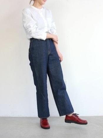 パンツと合わせてメンズライクなコーデを楽しみたいですね。見た目おしゃれなのに履き心地もラクで、一度履くと手放せなくなりそうです。