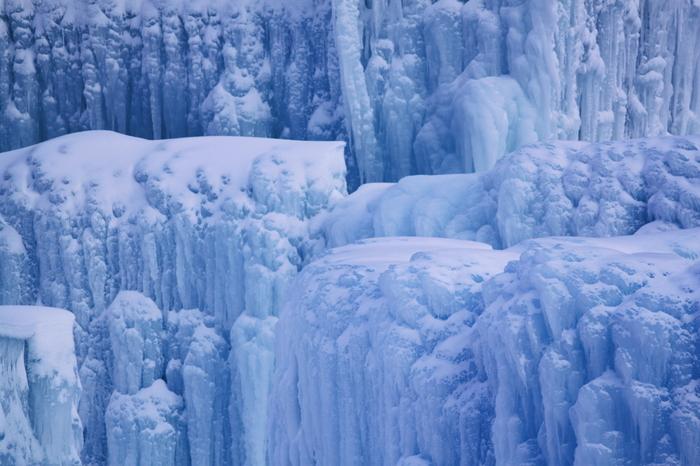 防寒対策をしっかりとして冬の大自然が織りなす幻想的な世界に魅せられてみてはいかがでしょうか。