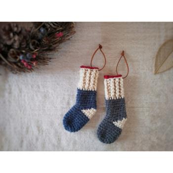 北欧風の大人キュートなクリスマスのオーナメントに最適な靴下。縦17~17.5cm×横5.5cmと少し大きめなので、プレゼント入れとしても使えます。