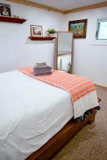 丸洗いできないマットレスは、どんなアイテムであっても敷きパットやシーツなしで寝るのは絶対にNG。必ずお家で簡単に洗えるシーツなどを敷いて使う様にしましょう。