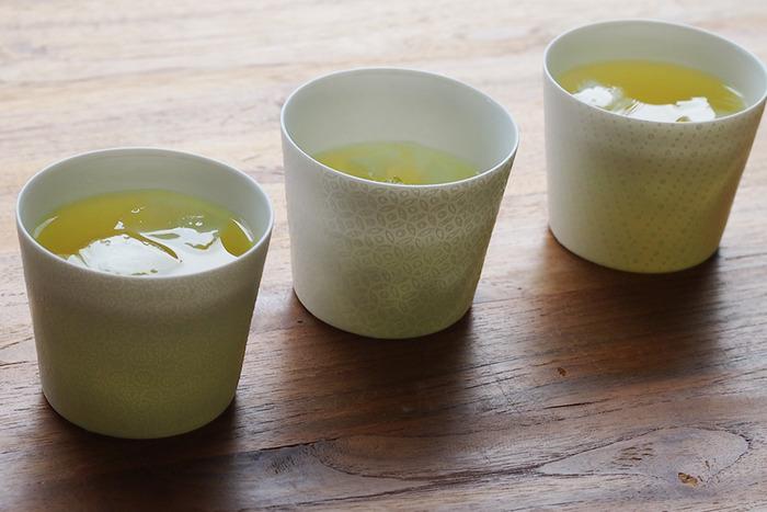 主張しすぎない柄の入り方なので、無地感覚で使いやすい。冷たい飲み物を入れたり、デザートカップやプリンカップとして使っても良さそうですね。