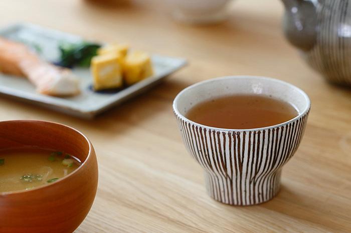 全体的にぽってりと厚みを持たせているので、熱々のお茶を注いでも指先が火傷しそうになることもありません。しっかりと保温もしてくれる優れもの。