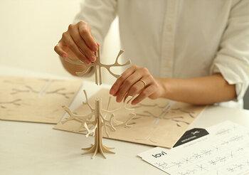 ロヴィのツリーは、こんな風に自分で組み立てるのも特徴。この時間も、ちょっと特別で楽しそうですね。