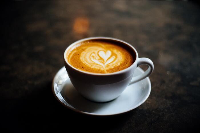 お気に入りのティーカップを片手に。珈琲と一緒に楽しむ映画15選