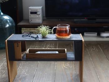 実は、横にすると小さなテーブルに変身します。シーンに合わせて2wayで使えて便利です。