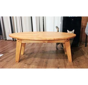 やわらかな印象のシンプルな楕円テーブル。木材をカットしたり組み立てたりと工程はやや大変ですが、お店のような洗練されたテーブルに。木目が美しいローテーブルは、どんなお部屋にも合いそうですね。