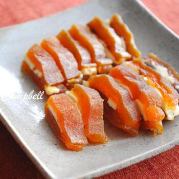干し柿とバターだけなのに、絶品の味わいを楽しめる干し柿バター。干し柿ができたらすぐに作れるのも嬉しいポイントです。
