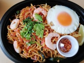 タイ風焼きそば「パッタイ」や「ガパオライス」などのお弁当がテイクアウト可能。忙しくてもしっかりランチを食べたいときにいかがでしょうか?