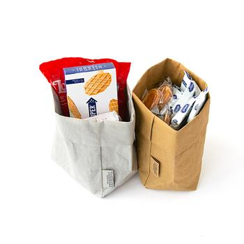 イタリア生まれの、洗うことのできるペーパーバッグ「UASHMAMA(ウォッシュママ)」。イタリアでは、パンを運ぶため紙袋がよく使用されていますが、それを使い捨てではなく、繰り返し使えるよう企画・開発されました。