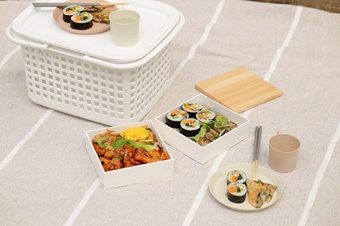 白いボックスと木のふたがナチュラルで可愛い重箱です。シンプルなデザインなので、どんな料理とも合わせやすい!大きなお弁当箱という感覚で、お花見やピクニック、運動会などにどんどん使いましょう♪