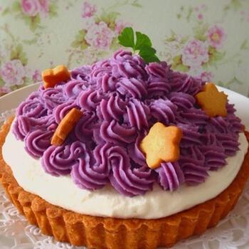 タルト台から手作りでできるケーキのレシピです。お店の味に近づける秘密はタルト台に使用したアーモンドプードル。入れるだけで食感と風味がひと味違うおいしさに仕上がります。イベントのケーキにいかがですか?