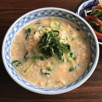 明太子の味はもちろん、プチプチした食感も楽しいお粥レシピです。豆苗も入って栄養価もUP。明太子でも味が付くので、最初のお塩は少な目に調節してくださいね。お子様にはタラコで。