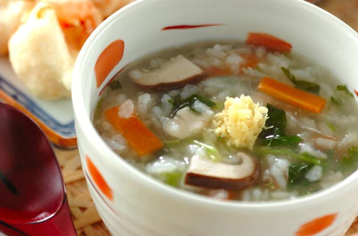お野菜がたっぷり入ったあんかけ粥は、弱った体にぴったり。トロっとしたあんかけを食べると、なんだか気持ちもほっこりしてきます。