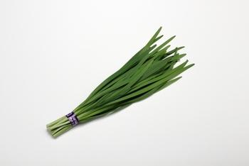 ・葉先までピンとしてハリがあるもの ・葉の緑色が濃く、肉厚で幅広いもの ・ニオイが強いほど新鮮な証拠