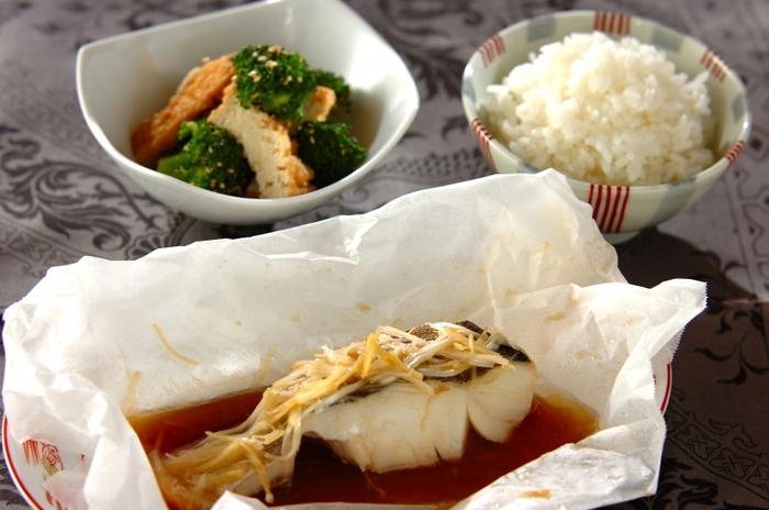 タラは高たんぱくでありながら、魚の中では脂質が非常に少ないのが特徴。あっさりしていて、洋風、和風、中華風といろいろな味付けに使えます。  ごま油とオイスターソースのコクのある旨みとタラのさっぱりとした美味しさがよく合っています。ネギと生姜をたっぷり添えると香りと食感のアクセントになりますよ。