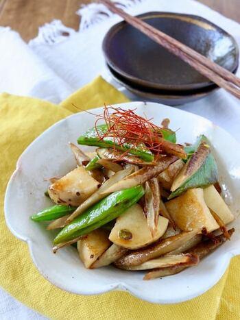 ごぼう、長芋、スナップエンドウと、醤油だれを合わせた一品。野菜は下茹でなしで、フライパンで焼くのみ♪簡単に作れるのに後を引く美味しさです◎