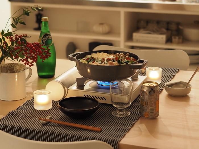寒くなる日も増え、お鍋の恋しい季節になりました。今年は、美味しいお鍋や名店の《お鍋のお取り寄せ》はいかがですか?外食や旅行が以前より気軽にできない分、全国各地のお鍋をネットで取り寄せられて、お家にいながら簡単に旅行気分や外食気分を楽しむことができます。