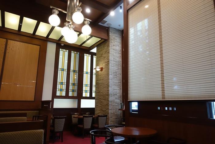 """「cafe 会」は、""""コーヒーと日本茶を楽しむ和カフェ""""がコンセプト。しっとりと落ち着いた雰囲気ですが、実はタリーズコーヒーの系列店なんですよ。いつものイメージとは異なる和カフェということもあり、女性同士で訪れる方が多い人気店です。"""