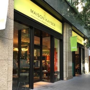 「MAISON KAYSER Café(メゾンカイザーカフェ)丸の内店」は、人気のブーランジェリーのカフェで、女子会ランチに人気のお店。パン好きの方ならきっと満足できますよ。