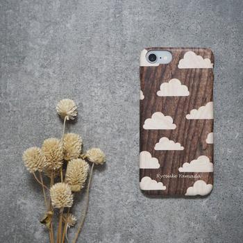 ナチュラルで可愛い! 本物の木で作られているような、寄せ木風のプリントスマホケースです。 名前などのも文字入れも可能です。