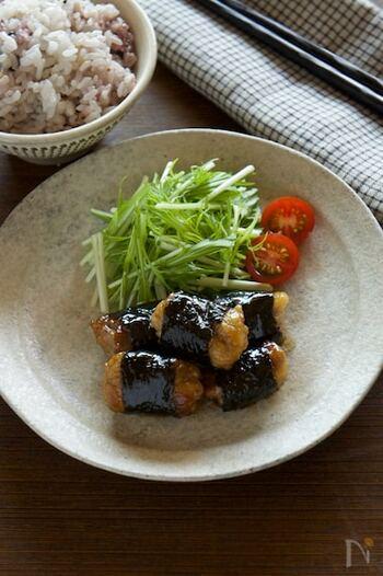 豚こま肉をキュッと握って作る海苔巻き。みりん&醤油で甘辛の照り焼きにして、ご飯の進む味に!