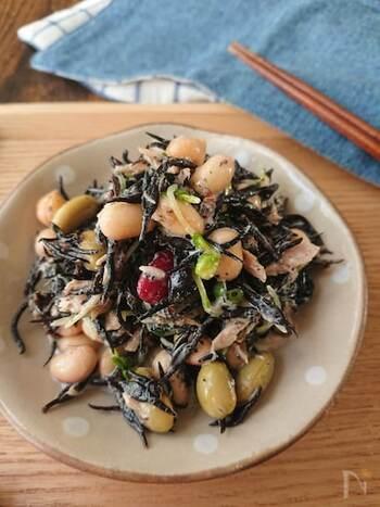 大豆のホクホク感&かいわれ大根のシャキシャキ感の食感のコントラストを楽しめる副菜。栄養バランスも満点です。