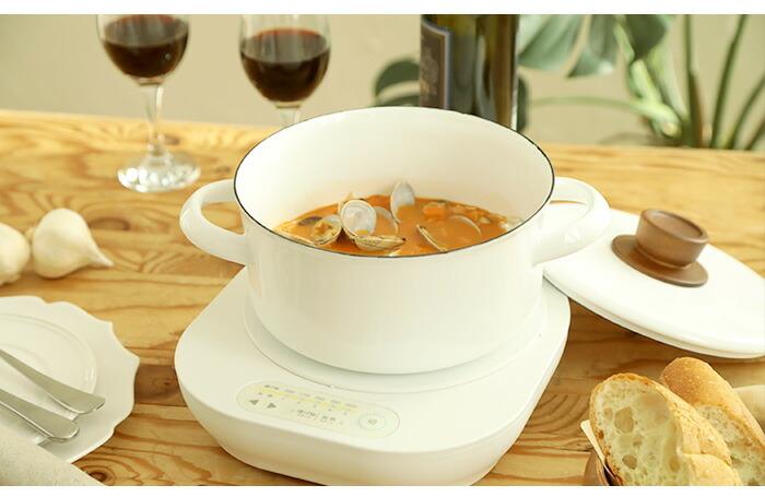 ひとり鍋に使うお鍋のサイズは、ズバリ「20cm前後」がおすすめです。小さすぎると具材が入りきらなかったり、食べる時にすくいにくくなったりします。反対に大きすぎると具材を煮込むのに時間がかかりすぎてしまうので、小さすぎず大きすぎない20cm前後のお鍋が理想です。