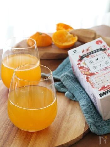 冬にぴったりな、みかんを使ったアレンジティーです。烏龍茶だけでなく、紅茶やハーブティーなどいろいろな飲み物にも応用できる、知っておきたいレシピです。