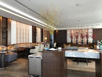 フォーシーズンズホテル丸の内のラウンジにある「MOTIF(モティーフ)」では、ランチに極上のフレンチをいただけます。洗練された上質な空間で、優雅なひとときを過ごしてみませんか?
