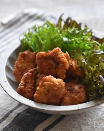 お子様から大人までみんな大好きな人気の唐揚げレシピのご紹介です♪下味をつけるときに柚子胡椒をプラスして、柚子香る美味しい唐揚げが出来上がります。お子様がいらっしゃる場合は、柚子胡椒の量を調整してもOKです!