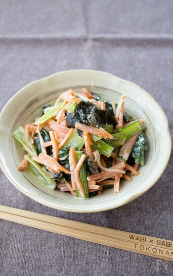カニカマと小松菜で彩りGoodのサラダ風簡単副菜。隠し味に醤油を少し。