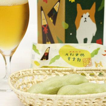 秋田犬やお杉わらべ、曲げわっぱなど秋田県大館市の名物が描かれたパッケージもキュート♪幅広い世代に喜んでもらえそうな和菓子ですね。