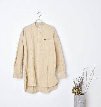 温かみがあるコーデュロイシャツは、コーデにほっこりと柔らかい雰囲気をプラスしてくれます。シンプルに一枚で、ニットやカットソーの羽織りとして、ぜひ秋冬コーデに取り入れてみてくださいね。