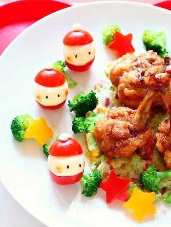 プチトマトにポテトサラダをはさんだ可愛いサンタさん。思わず微笑んでしまいそうな癒しのプチサラダです。簡単にできますので、ぜひメインの付け合わせなどにしたいですね。