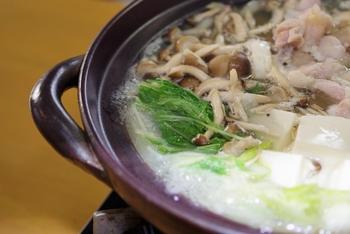 「鶏鍋」はスープで決まる!出汁のうま味が具材に染み染み。おうちで作るお店の味。