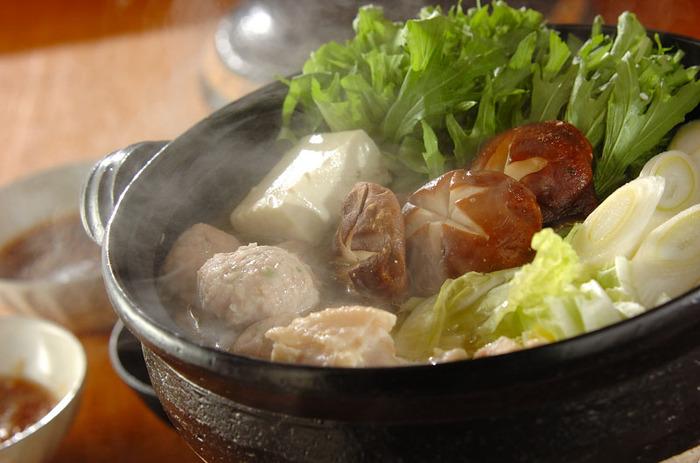 鶏肉を塩麴に漬け込んでから作る、鶏肉がとっても柔らかく仕上がる水炊き。塩麴がスープにコクもプラスしてくれます。