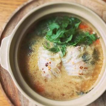 余ったスープを使って、ちょっと手の込んだ一品を。ソーセージミート(ソーセージの中身)が手に入らない時には、もちろんロールキャベツの中身でOK。お味は残り物のレベルを超えた一皿で、鶏鍋→白菜ロールの2日分の材料を準備するのがおすすめです。