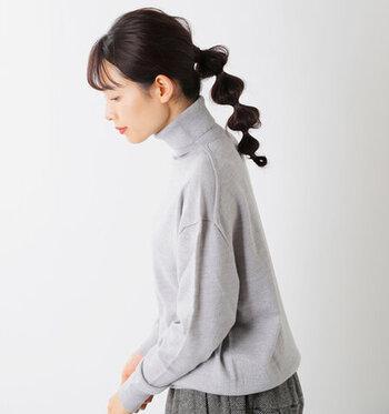おしゃれも、暖かさも。冬の定番服「タートルネック」の大人コーデ