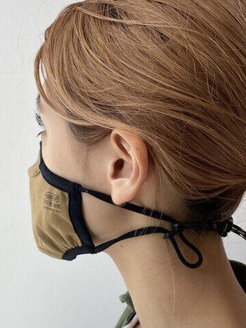 またマスクで耳が痛くなったときには、アジャスターで長さを調節して首の上あたりでマスクを留めて使用できます。2wayで使えるマスクホルダーなので、様々な場面で活躍してくれますよ♪
