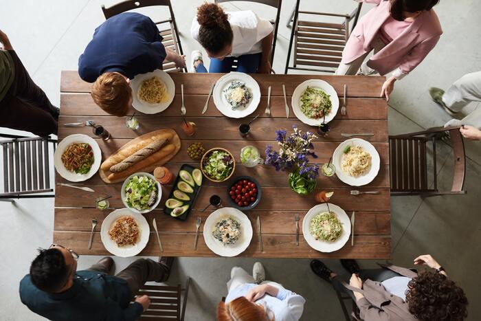 他の友人Cさんは、料理が一人だけこないのに、先に食べ始めるのが嫌です。全員の料理が来るまで、食べようとしません。