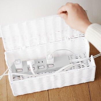 節電には、コンセントを抜くのが1番有効的なのですが「面倒だな…」と思ってしまうことも。  そんな時は、スイッチ付きの電源タップを使ってみてはいかがでしょうか。スイッチ1つで、待機電力をカットできる優れもの。コンセントを抜くよりもお手軽なので、習慣化しやすいかもしれません。