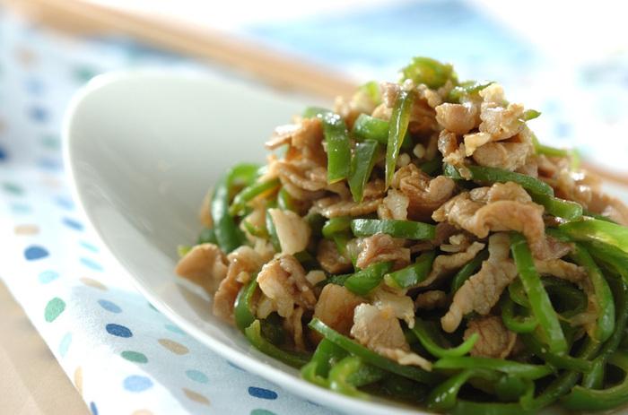 すりおろしたニンニク×カレーの風味が食欲をそそるレシピ。彩りも良く、冷えても美味しいのでお弁当のおかずにもおすすめです。