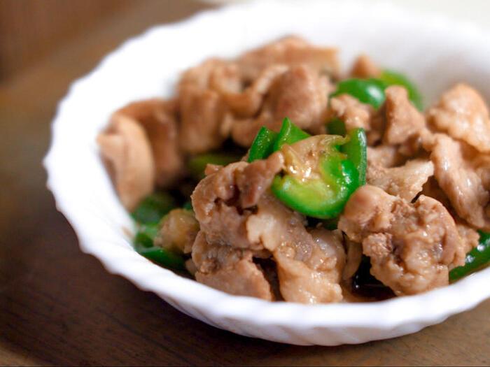 豚バラとピーマンというシンプルな材料も、オイスターソースを使うだけでコクのある一品に。