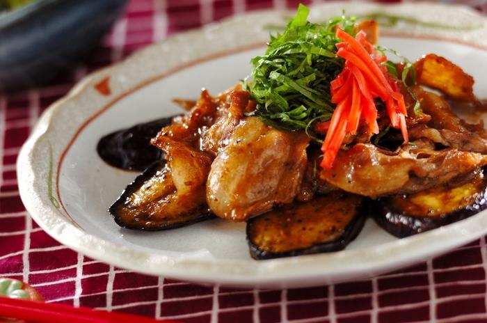 甘辛いタレがしみ込んだ豚バラと柔らかいナスは、無限に食べられそうな組み合わせ。大葉や紅ショウガが、ちょっと口の中をさっぱりさせてくれて、またお箸がすすみます。