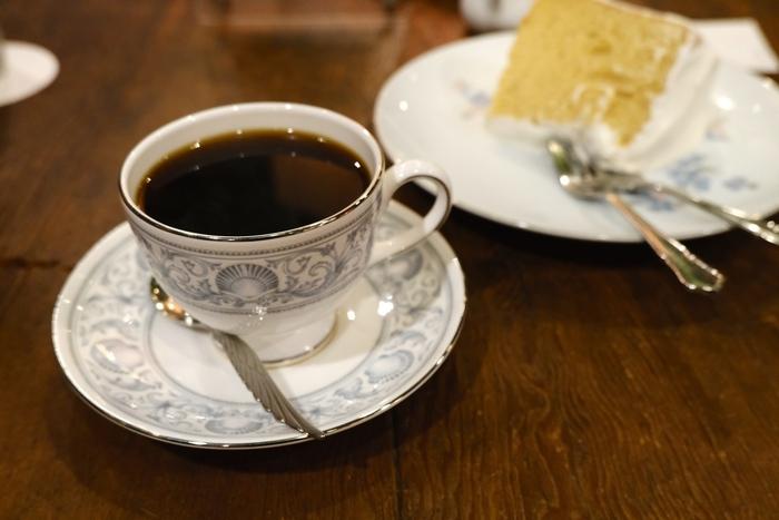 こちらのお店では、ブルーボトルの創業者も絶賛したと言われるコーヒーが味わえます。お店オリジナルブレンドや、キリマンジャロにブルー・マウンテンなど、コーヒーだけでもたくさんの種類が揃っています。コーヒー以外にも、カフェオレやウインナーコーヒーなどもあります。
